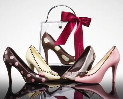 hem... tau ngak, sih?! sepatu2 cantik ini ternyata di buat dari coklat, lho... sayang bgt ya kalo harus di makan. tapi ngak bisa di pake juga... :D