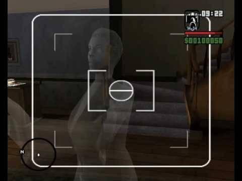 Ini hantu ibunya CJ yang ada di rumah CJ.. kalo mau liat mesti ke rumah CJ dan liat sendiri dia muncul di depan TV klik WOW ya :D