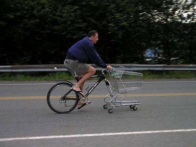 Ini dia Sepeda Multifungsi..bisa buat untuk berbelanja gan. Sepeda roda dua yang dikombinasikan dengan kereta belanja, sehingga roda depan berasal dari kereta tadi. Alhasil, saat pulang belanja, Anda bisa bawa banyak barang belanjaan sekaligus.