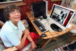 """Sigbritt, seorang nenek berumur 75 tahun asal Swedia memiliki koneksi internet pribadi yg berkecepatan 40 Gigabites/second, saat ini tercatat dalam sejarah IT merupakan koneksi internet tercepat di dunia. Sigbritt, Nenek Yang Mempunyai Koneksi Internet Tercepat Di Dunia 40 GB/S Koneksi internet dirumah si nenek itu ribuan kali lipat lebih cepat dari rata2 koneksi internet di seluruh dunia, dia bisa mendownload HD DVD cuma butuh waktu 2 detik! dia juga bisa menonton secara langsung 1500 saluran HDTV secara realtime dan tanpa gangguan. Nenek ini bukanlah nenek sembarangan, dia adalah ibu dari Peter Löthberg yang merupakan legenda internet Swedia, yang sekarang kerja di CISCO dialah yang men set-up koneksi dan komputer si nenek sehingga bisa secepat itu. """"Sebagai pemilik jaringan, kita mendorong operator untuk berinvestasi terhadap koneksi internet yang lebih cepat, lebih murah, berkapasitas tinggi dengan jarak yang tidak terbatas"""". ujar Peter Löthberg seperti yang dituturkannya kepada The Local. Rahasia dibalik koneksi super-cepat ini adalah tehnik modul terbaru yang memungkinkan transfer data secara langsung antar 2 router yang jaraknya terpisah sampai 2000 km tanpa transponder perantara. SUMBER: WARTAGUE.COM"""