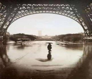 Apakah kalian melihat sosok aneh dibagian bawah Menara Eiffel di Paris Perancis ini ? silahkan komen dan bagikan ke lainnya lalu klik WOW ^O^
