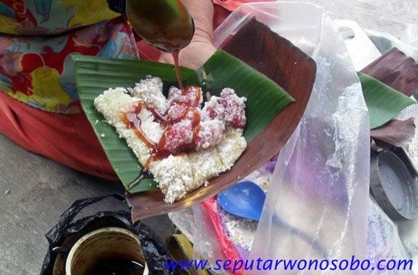 cenil khas wonosobo, makanan tradisional yg satu ini sudah jarang kita temui yg pernah makan berarti masa kecilnya bahagia yg inget masa kecil Klik WOW-nya donk