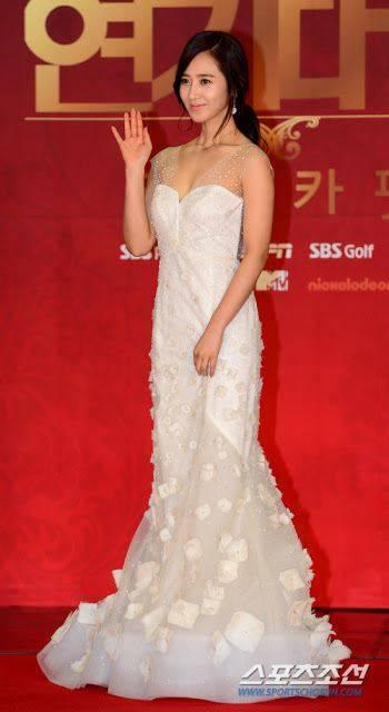 yang setuju yuri girls generation terlihat anggun pake baju ini bilang wow ya