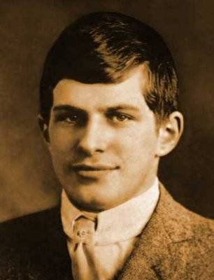Manusia yg mempunyai IQ tertinggi, William James Sidis Tentang seorang anak pintar , ia memiliki IQ tertinggi di bidang MTK di Usianya 11 thn ia sdh di tinggkat Harvard College,