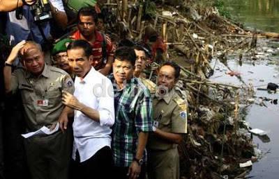 Ayo pak Jokowi kami dukung usaha utuk menanggulangi banjir di jakarta... bilang wow dong biar bpk Jokowinya semangat trus