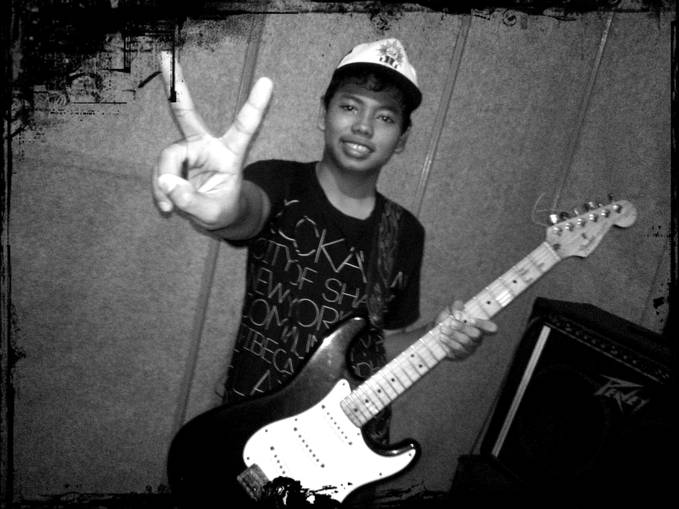 its me!! please wow ya,,gwe gitaris di effect band ^_^ KAFI