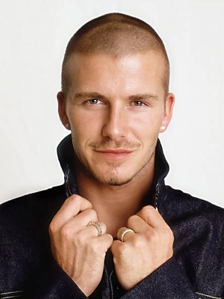WOW DAVID BECKHAM Sebagai atlet sepakbola tingkat dunia, David Beckham memang memiliki wajah ganteng diatas rata-rata. Apalagi didukung dengan penghasilannya yang besar membuat David Beckham mampu membiayai dirinya untuk selalu tampil trendi.