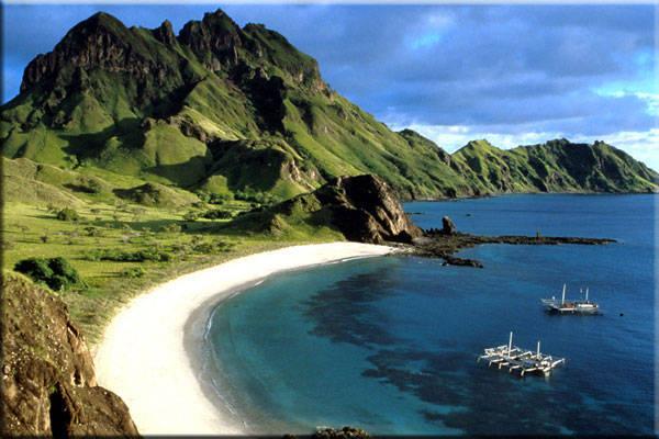 Pulau komodo ini indah sekali! hanya ada binatang dinausaurus satu2nya di indonesia. tolong klik Wow nya ya