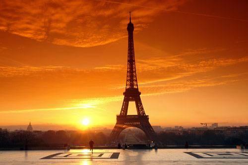 Tahukah kamu bahwa Paris merupakan kota paling banyak dikunjungi oleh wisawatan di dunia? Dengan arsitektur dan gedung2 indahnya, tak salah Paris disebut sebagai kota paling romantis di dunia
