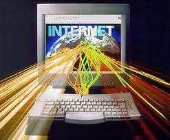 KOMPAS.com - Koneksi internet telah menjadi kebutuhan hidup yang penting, baik untuk belajar dan bekerja. Internet dianggap penting karena digunakan untuk mencari pekerjaan, memulai usaha kecil, hingga mengakses pendidikan online. Masyarakat di Korea Selatan bisa disebut beruntung, karena pemerintahnya sangat memperhatikan infrastruktur telekomunikasi dan kecepatan akses internet. Sementara warga Swedia, beruntung karena biaya internet tergolong murah, hanya 13,3 dollar AS, namun aksesnya tetap cepat. Nah, negara apa saja yang dinobatkan memiliki koneksi internet tercepat dan termurah? Berikut daftarnya. 1. Korea Selatan Korea Selatan telah lama dinobatkan sebagai negara dengan koneksi internet tercepat di dunia. Penetrasi pengguna internet di negeri Ginseng itu sangat tinggi, 94% masyarakat Korea Selatan terkoneksi dengan internet cepat. Pemerintah Korea Selatan berjanji akan memberi akses internet 1 Gigabyte per detik kepada warganya, pada akhir tahun 2012. 2. Finlandia Pada 2010, Finlandia jadi negara pertama di dunia yang memberi hak hukum akses internet broadband (pita lebar) kepada warganya. Seluruh warga negara, sebanyak 5,3 juta jiwa, dijamin mendapat koneksi internet cepat. Pemerintah Finlandia tak berhenti sampai di situ, mereka berencana meningkatkan hak hukum akses internet 100Mb layanan broadband pada akhir 2015. 3. Swedia Kecepatan internet broadband di Swedia lebih cepat dua kali lipat dibandingkan Amerika Serikat. Penelitian yang dilakukan Yayasan New Amerika mencatat, biaya internet broadband di Swedia relatif murah yakni 13,3 dollar AS. 4. Jepang Jepang dikenal sebagai negara dengan biaya internet termurah di dunia. Pemerintah Jepang menawarkan insentif pajak murah kepada perusahaan untuk berinvestasi di kabel serat optik. Orang Jepang selalu berpikir jangka panjang, kata seorang konsultan teknologi harian The New York Times pada 2007 silam. Jika mereka berpikir mereka akan mendapat keuntungan dalam 100 tahun, mereka akan berinvestasi untuk anak-cu