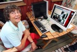 """Sebelumnya saya telah mengupload artikel Tentang Kecepatan Internet indonesia yg lambat #loh ? , Kali ini ada seorang nenek dan bla bla bla , to the point aja :v Sigbritt, seorang nenek berumur 75 tahun asal Swedia, Nenek Ini Punya koneksi Internet Kecepatan 40 GB/sec, saat ini tercatat dalam sejarah IT merupakan koneksi internet tercepat di dunia. Kecepatan Koneksi internet dirumah si nenek itu ribuan kali lipat lebih cepat dari rata2 koneksi internet di seluruh dunia, dia bisa mendownload HD DVD cuma butuh waktu 2 detik! dia juga bisa menonton secara langsung 1500 saluran HDTV secara realtime dan tanpa gangguan. Nenek ini bukanlah nenek sembarangan, dia adalah ibu dari Peter Löthberg yang merupakan legenda internet Swedia, yang sekarang kerja di CISCO dialah yang men set-up dan Mempercepat Koneksi internet si nenek sehingga bisa secepat itu. """"Sebagai pemilik jaringan, kita mendorong operator untuk berinvestasi terhadap koneksi internet yang lebih cepat, lebih murah, berkapasitas tinggi dengan jarak yang tidak terbatas"""". ujar Peter Löthberg seperti yang dituturkannya kepada The Local. Rahasia dibalik Mempercepat Koneksi internet ini adalah tehnik modul terbaru yang memungkinkan transfer data secara langsung antar 2 router yang jaraknya terpisah sampai 2000 km tanpa transponder perantara."""