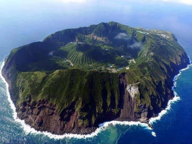 *SEJARAH KEMAS KINI MDKA* Ini adalah sebuah pulau yang bernama Aogashima, di Jepun.. Allah Maha Besar