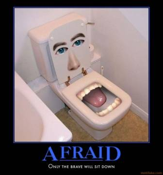 tahukah kamu? ini toilet terlucu lho hehehe....:) hanya orang yang berani duduk disini...:D