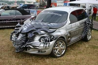 WOW Ada yang berminat gak modifikasi mobil kamu jadi seperti ini ? Tampilannya cukup sangat untuk nakut-nakutin penjahat, rampok, kampak merah, dll..