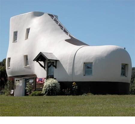 WOW Sobat Gokil-erss, Ini lah rumah sepatu terunik di dunia, bener2 aneh, unik dan lucu..Barangkali sobat-sobat sekalian ada yang berminat memiliki rumah seperti ini...