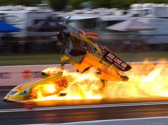 Kecelakaan Paling Tragis & Fatal Pada Olahraga Balap Mobil M-AZKA.com - ini adaalah kematian yang diantara sejarah paling mengejutkan, tak terduga dan sangat tragis yang terjadidalam balap mobil.(anak baru bro)