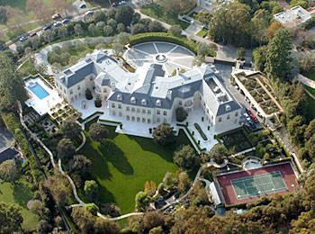 Aaron Spelling's Manor ($ 150.000.000) Rumah ini berdiri di atas tanah yang membentang sepanjang 56.000 meter persegi tanah dan dibangun pada tahun 1991. Memiliki 123 kamar, lapangan tenis, arena skating, bowling gang dan beberapa kolam renang.