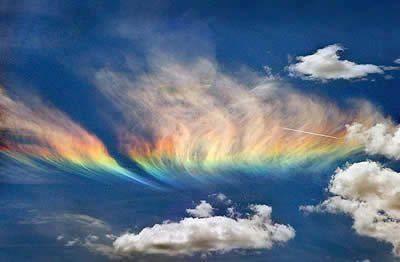 ...Pelangi api... Atmosfera yang dikenali dengan circumhorizon arc atau Fire Rainbow (pelangi api), akan muncul ketika matahari berada tinggi (lebih daripada 58 darjah diatas horizon). Cahaya matahari menembus lurus dan menyinari awan cirrus,