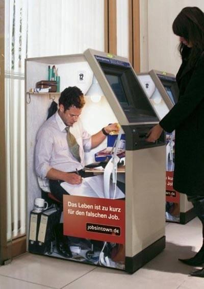 beginilah isi mesin ATM,jgn lupa klik WOW!
