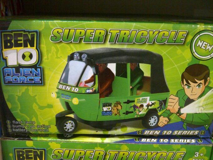 Mainan Ben10 versi mana nih kok kendaraannya Bajaj? Versi Betawi ya? : 