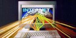 Koneksi internet telah menjadi kebutuhan hidup yang penting, baik untuk belajar dan bekerja. Internet dianggap penting karena digunakan untuk mencari pekerjaan, memulai usaha kecil, hingga mengakses pendidikan online. Masyarakat di Korea Selatan bisa disebut beruntung, karena pemerintahnya sangat memperhatikan infrastruktur telekomunikasi dan kecepatan akses internet. Sementara warga Swedia, beruntung karena biaya internet tergolong murah, hanya 13,3 dollar AS, namun aksesnya tetap cepat. Nah, negara apa saja yang dinobatkan memiliki koneksi internet tercepat dan termurah? Berikut daftarnya. 1. Korea Selatan Korea Selatan telah lama dinobatkan sebagai negara dengan koneksi internet tercepat di dunia. Penetrasi pengguna internet di negeri Ginseng itu sangat tinggi, 94% masyarakat Korea Selatan terkoneksi dengan internet cepat. Pemerintah Korea Selatan berjanji akan memberi akses internet 1 Gigabyte per detik kepada warganya, pada akhir tahun 2012. 2. Finlandia Pada 2010, Finlandia jadi negara pertama di dunia yang memberi hak hukum akses internet broadband (pita lebar) kepada warganya. Seluruh warga negara, sebanyak 5,3 juta jiwa, dijamin mendapat koneksi internet cepat. Pemerintah Finlandia tak berhenti sampai di situ, mereka berencana meningkatkan hak hukum akses internet 100Mb layanan broadband pada akhir 2015. 3. Swedia Kecepatan internet broadband di Swedia lebih cepat dua kali lipat dibandingkan Amerika Serikat. Penelitian yang dilakukan Yayasan New Amerika mencatat, biaya internet broadband di Swedia relatif murah yakni 13,3 dollar AS. 4. Jepang Jepang dikenal sebagai negara dengan biaya internet termurah di dunia. Pemerintah Jepang menawarkan insentif pajak murah kepada perusahaan untuk berinvestasi di kabel serat optik. Orang Jepang selalu berpikir jangka panjang, kata seorang konsultan teknologi harian The New York Times pada 2007 silam. Jika mereka berpikir mereka akan mendapat keuntungan dalam 100 tahun, mereka akan berinvestasi untuk anak-cucu mereka. Ad