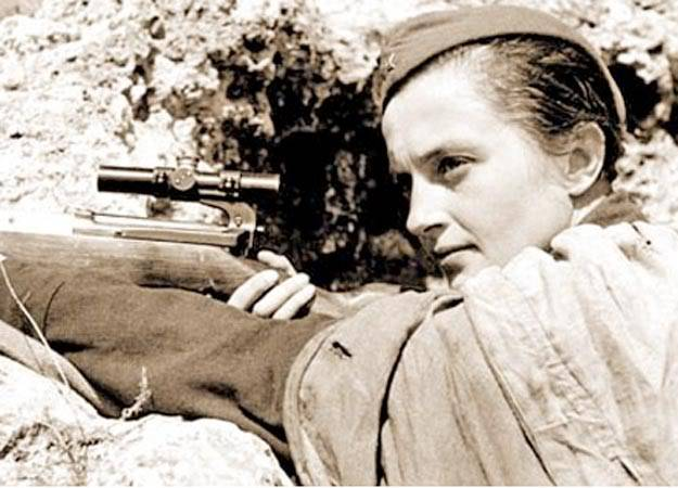 lyudmila Pavlichenko,Ia adalah salah satu sniper wanita Rusia selama WW II...dia mampu membukukan skor 309 prajurit Nazi, sungguh suatu angka yang tidak main-main, perlu kemampuan terbaik untuk itu apalagi ia seorang wanita. WOW