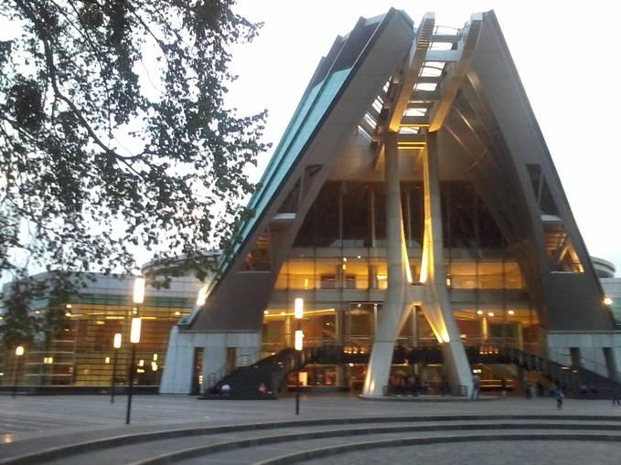 Teater Jakarta, merupakan gedung teater yang berada di area Taman Ismail Marzuki, berbagai pementasan besar sudah pernah dihadirkan disini, Teater Jakarta adalah lambang seni pertunjukan Indonesia saat ini