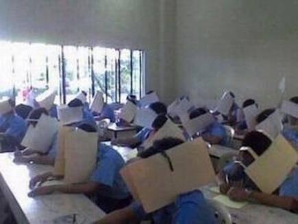 inilah cara paling praktis supaya pas ujian gk pada nyontek wowo!!!
