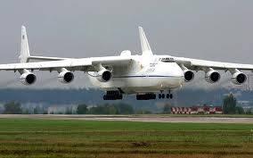 pesawat sepanjang 84m dan berat 640.028 kg pastilah pesawat terbesar didunia .antonov 225 bukanlah pesawat penumpang tetapi pesawat pengangkat barang milik uni soviet.antonov 225 milik antonov airlines digunakan untuk mangangkut pesawat kecil