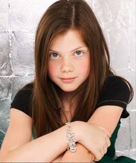 Masih ingat kah kalian sama gadis di atas ini? ya, kiki ia telah menjadi seorang gadis cantik. tidak seperti saat ia bermain di film NARNIA