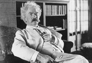 """penampakan komet Halley berikutnya 1910. Dia sendiri memprediksinya tahun 1909 saat dia berkata """"Aku datang dengan komet Halley tahun 1835. Tahun depan komet ini datang lagi, dan aku berharap bisa pergi dengannya"""""""