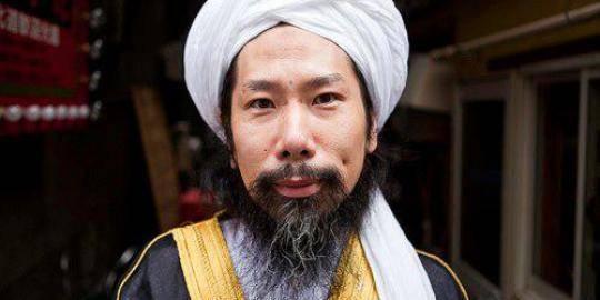 Taki Takazawa adalah seorang mantan Yakuza yg memeluk Agama Islam Ia adalah seorang Imam Masjid di Jepang