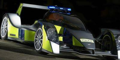 Capatro T1 RRV, Buatan Inggris yg memiliki bobot super ringan yaitu 550kg ini memang terlihat seperti mobil balap Le Mans, jangan dikira mobil balap saja tapi benar2 digunakan Armada kepolisian UK, mobil ini mempunya kecepatan 583hp, dan msn V8