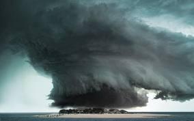 Angin Kencang { TORNADO } Yang Mengelilingi Pulau WOW