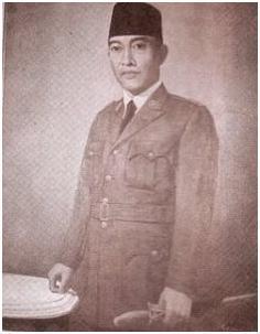 Perhatikan jantung (dada) pada lukisan presiden pertama Indonesia, Ir. Soekarno di bawah ini, terlihat seperti berdenyut…???