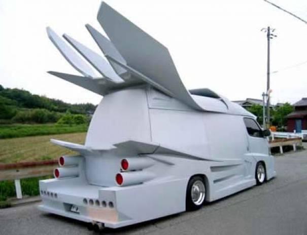 Mobil yang dimodifikasi dengan tema Japanese Gangster Car / Bosozoku Style Car yang unik