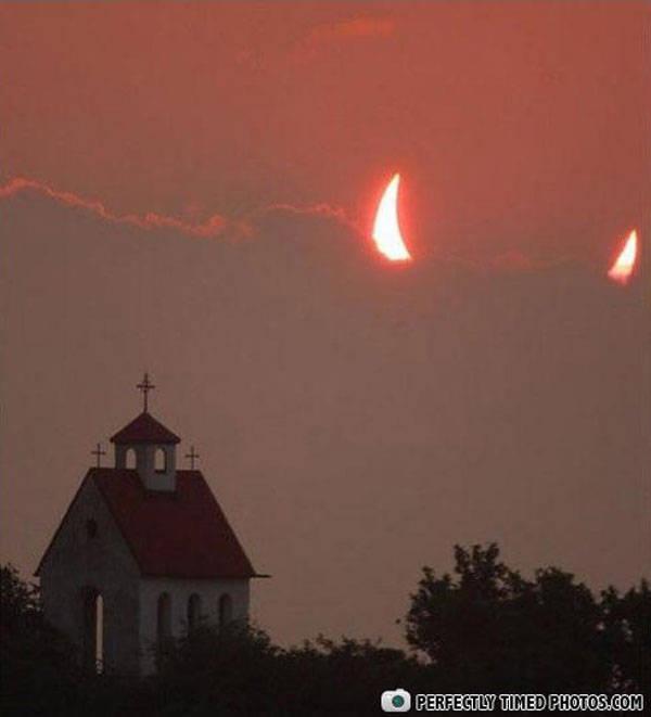 Setelah Melihat Gambar Ini, Apa yang anda pikirkan tentang gambar ini, Nahhh Ini Adalah Sebuah Bulan Sabit Yang Menyerupai Tanduk Iblis , Foto Disaat Moment Yang Pas !