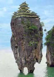 ni rumah namanya Rock House o.O