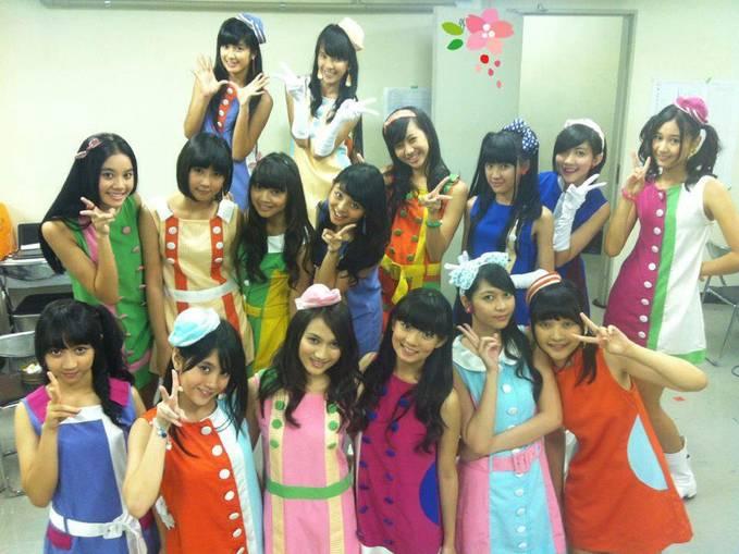 Ini dia Idol Group yang sedang marak maraknya dibicarakan oleh orang... yaitu JKT48 sister group dari AKB48...