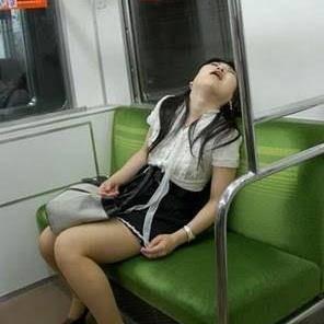 Secantik-cantiknya cewek cantik, kadang kalo tidur bisa mangap atau bahkan ngiler.. :|