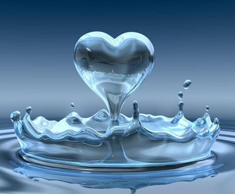 percikan air yang membentuk hati,, O.o