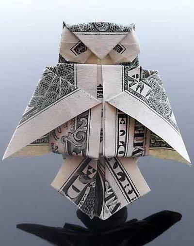 Ornamen burung hantu terbuat dari uand kertas