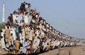 WOWmau ngak kalian naik kreta api klo penumpangnya begini..:-)