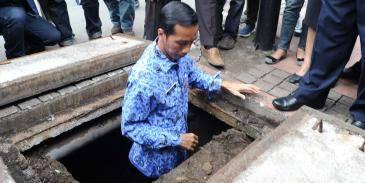 Pak Jokowi seorang pemimpin teladan yang mampu melayani rakyatnya dengan sepenuh hati.... kangen banget dah dengan pemimpin ini..walaupun saya bukan orang DKI tapi bangga dengan kepemimpinan jokowi.. semoga patut di contoh utkpempin lain. amin