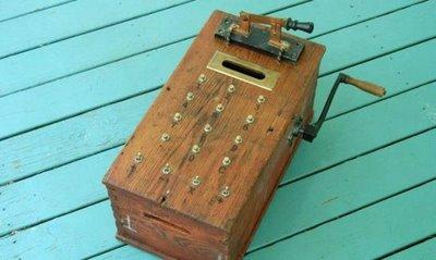 Kalkulator Jadul Di zaman dahulu, teknologi kalkulator sudah digunakan, akan tetapi tentu saja tidak secanggih kalkulator yang ada di zaman sekarang monggo klik WOW !