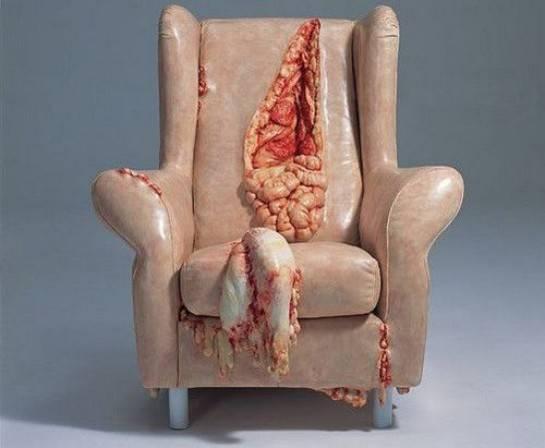 masih mau duduk di sofa ini? mungkin bakalan mikir dua kali buat beli sofa yang kaya gini..