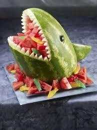 Inilah kreasi semangka dari seniman makanan yang berbentuk hiu.....