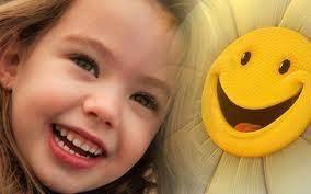 Senyuman adalah sedekah yang indah, karena dengan sedekah senyuman, manusia takkan pernah merasa berhutang apa-apa dan tak kan membuat orang lain merasa terhina.