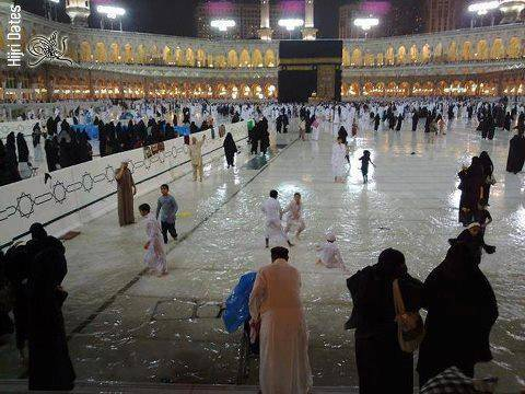 SubhanALLAH Raining in Makkah How many likes for this beautiful picture.