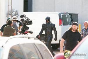 Gambar Robocop yang baru.Film RoboCop, kini sedang dibuat ulang. Dalam film ini dikisahkan, kota Detroit pada tahun 2028 penuh dengan kejahatan dan korupsi. Alex Murphy, seorang polisi hebat berusaha membasmi kejahatan dan korupsi di kota itu.